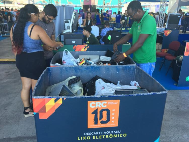 Pessoas doam seus lixos eletrônicos na CPBA - Foto: Edielle Carvalho l Ag. A Tarde
