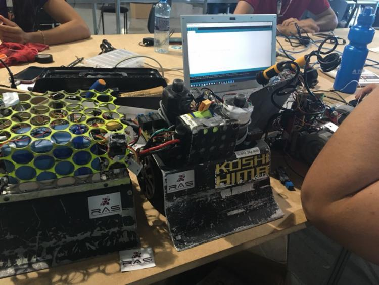 Alguns dos robôs produzidos pelos estudantes