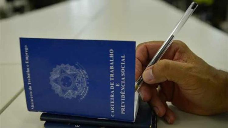 Segundo os últimos dados do IBGE, em março deste ano, 90,6 mi de pessoas estavam ocupadas e 13,7 mi de desempregados - Foto: Agência Brasil l Arquivo