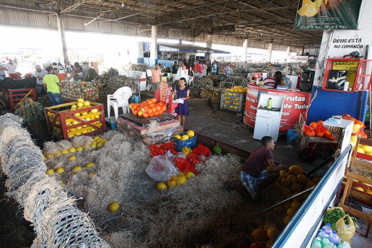 O estoque dos comerciantes está acabando na sede da Ceasa, em Simões Filho - Foto: Luciano da Matta l Ag. A TARDE