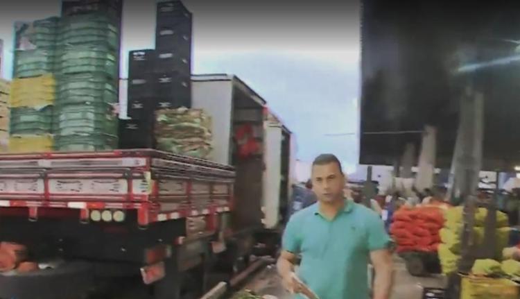 Caminhões carregados com frutas e verduras chegaram no centro de abastecimento - Foto: Reprodução | TV Bahia