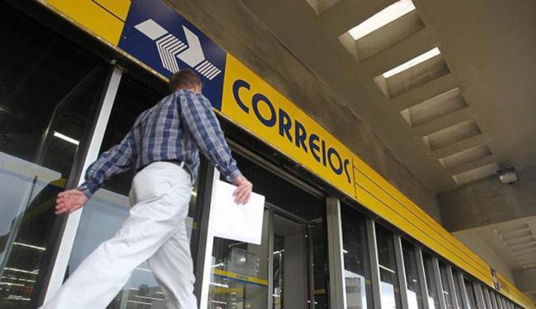 A parceria com os Correios prevê a abertura de pontos de atendimento para acesso ao documento - Foto: Raul Spinassé l Ag. A TARDE