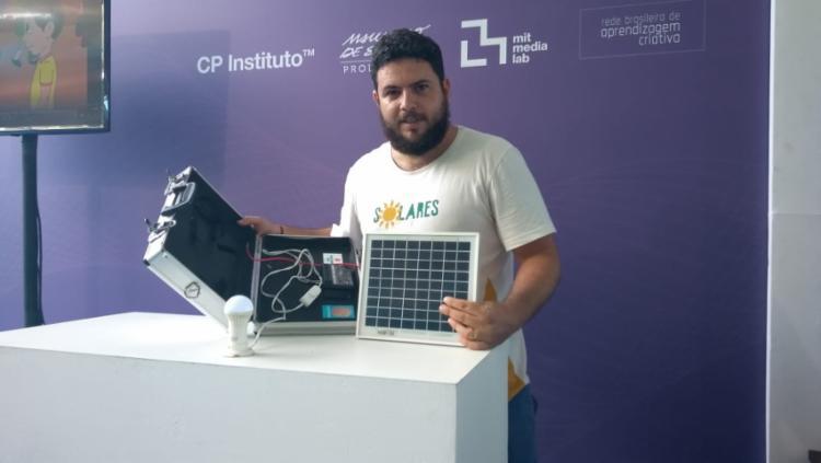 Fogão solar é feito com papelão. - Foto: Keyla Pereira | Ag. A Tarde