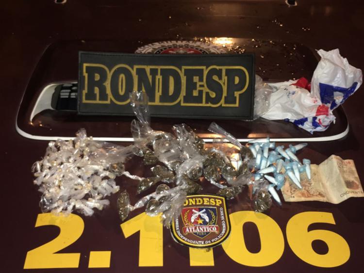 As 120 embalagens contendo drogas e a adolescente foram encaminhadas para a DAI - Foto: Divulgação  SSP-BA
