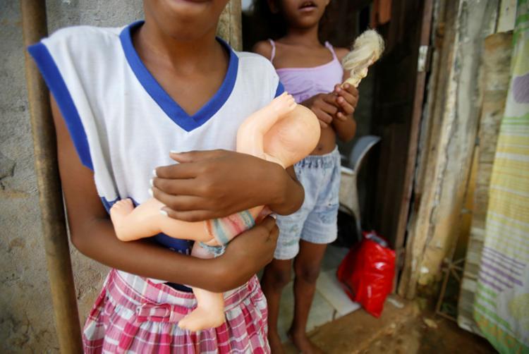 Mais de dois milhões, de 0 a 14 anos, vivem com renda per capita de até meio salário mínimo - Foto: Luciano Carcará | Ag. A TARDE