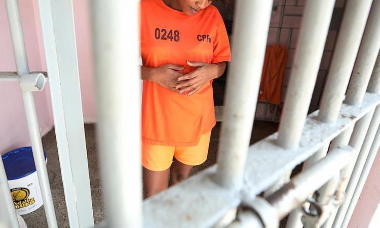 A substituição de prisão preventiva por domiciliar é para presas grávidas, mães de crianças de até 12 anos ou de pessoas com deficiência - Foto: Luciano da Matta l Ag. A TARDE