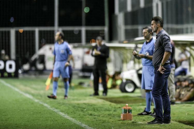 Técnico do Vitória reconheceu erros da defesa em jogo contra o America-MG - Foto: Mourão Panda | América
