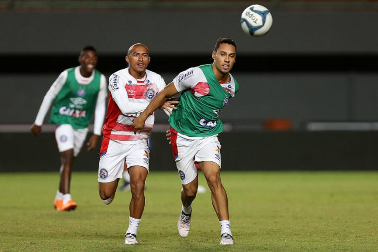 Edigar Junio (à dir.) treinou em Pituaçu, mas será poupado nesta quinta-feira, 3 - Foto: Felipe Oliveira l EC Bahia