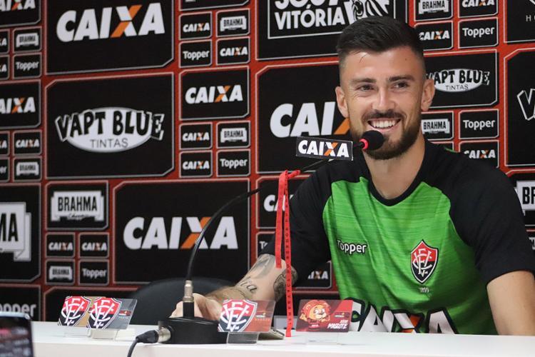 Um dia depois de estrear pelo Vitória, goleiro Elias foi apresentado como reforço na Toca do Leão - Foto: Maurícia da Matta l EC Vitória