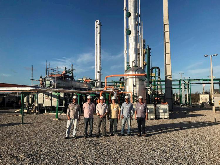 Equipe da GNR Fortaleza trabalha com a captação de biogás no aterro de Caucaia - Foto: Louise Mezzedimi l Nutec