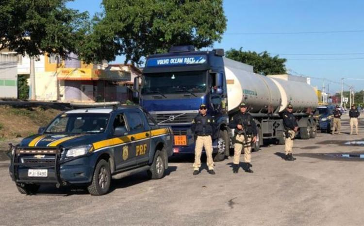 Policiais rodoviários escoltam cargas consideradas essenciais - Foto: Divulgação | PRF