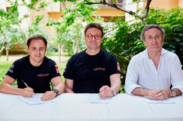 Massa durante assinatura do contrato com a equipe Venturi - Foto: Reprodução | Twitter
