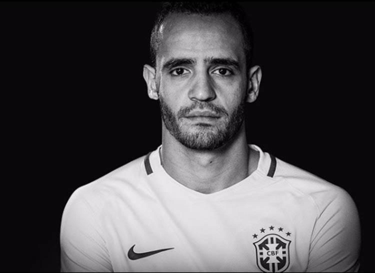 Renato Augusto sentiu dores no joelho esquerdo durante o treino de quarta-feira e não participará dos próximos treinamentos - Foto: Reprodução  Instagram