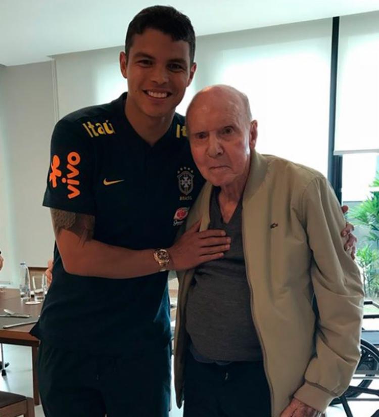 Zagueiro Thiago Silva usou as redes sociais para postar foto com Zagallo - Foto: Reprodução | Instagram