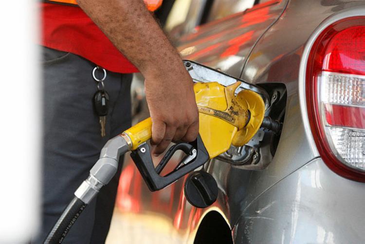 Em alguns estabelecimentos, o preço do litro da gasolina já ultrapassou a barreira dos R$ 5 - Foto: Luciano Carcará | Ag. A TARDE