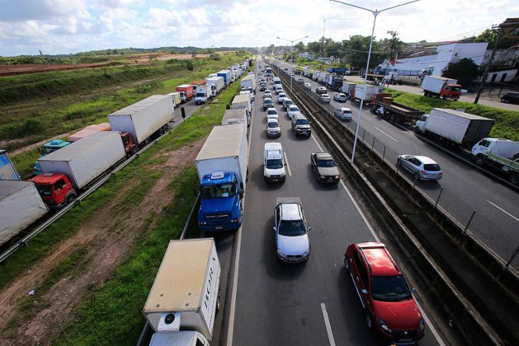 No sexto dia de greve dos caminhoneiros, principais setores da economia baiana já apresentam ritmo lento - Foto: Margarida Neide l Ag. A TARDE