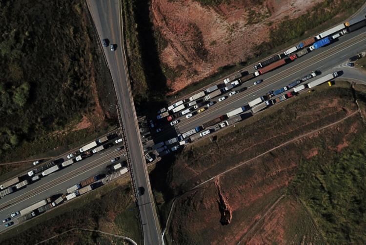 Greve dos caminhoneiros entra no quarto dia consecutivo - Foto: AFP
