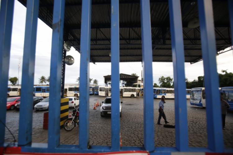 Greve ocorre por conta da falta de acordo entre rodoviários e empresários dos ônibus - Foto: Raul Spinassé | Ag. A TARDE