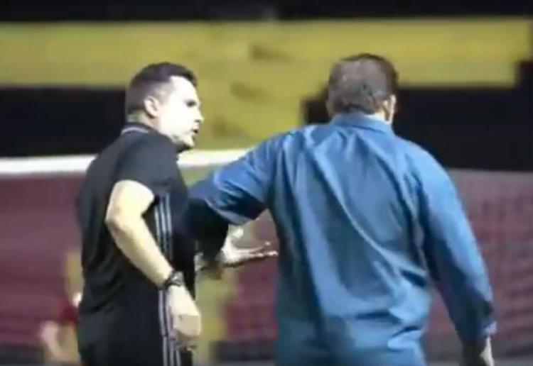 Guto passou ao lado de Claudinei de cabeça baixa - Foto: Reprodução | YouTube