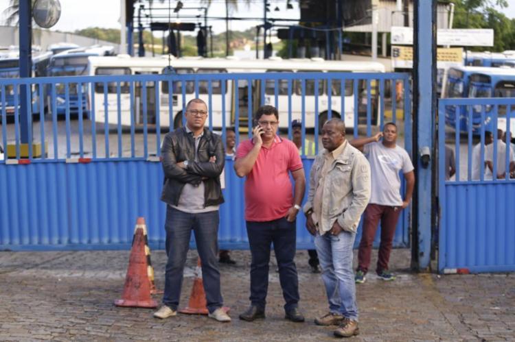 Diretoria do sindicato está reunida na garagem da Integra azul, em Pirajá - Foto: Raul Spinassé | Ag. A TARDE