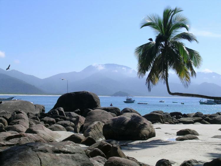 Maior ilha da Baía de Angra dos Reis oferece muitas opções de passeios para quem curte praia e natureza - Foto: Divulgação