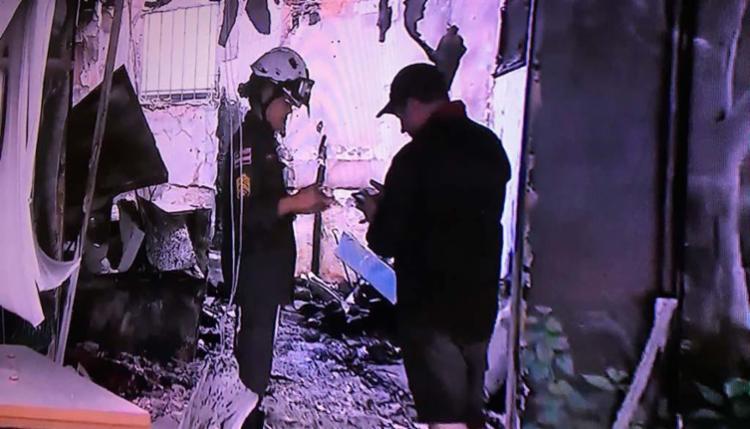 Os bombeiros continuam no local, avaliando os danos na churrascaria - Foto: Reprodução   TV Bahia