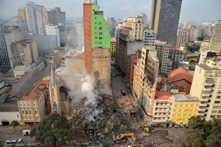 Incêndio e desabamento do prédio de 26 andares ocorreram nas primeiras horas do dia 1º de maio - Foto: Rovena Rosa | Agência Brasil