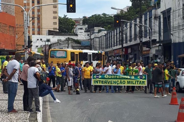 Grupo saiu da Sete Portas em direção a Rótula do Abacaxi - Foto: Cidadão Repórter   VIa WhatsApp