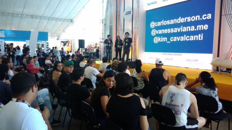 Campuseiros esclarecendo sua dúvidas - Foto: Fagna Santos - Ag. A Tarde