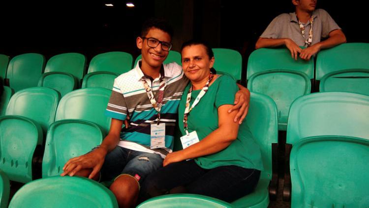 João e a mãe Ione, de Feira de Santana, mudaram de vida desde a primeira edição do evento no ano passado - Foto: Fagna Santos | Ag. A TARDE