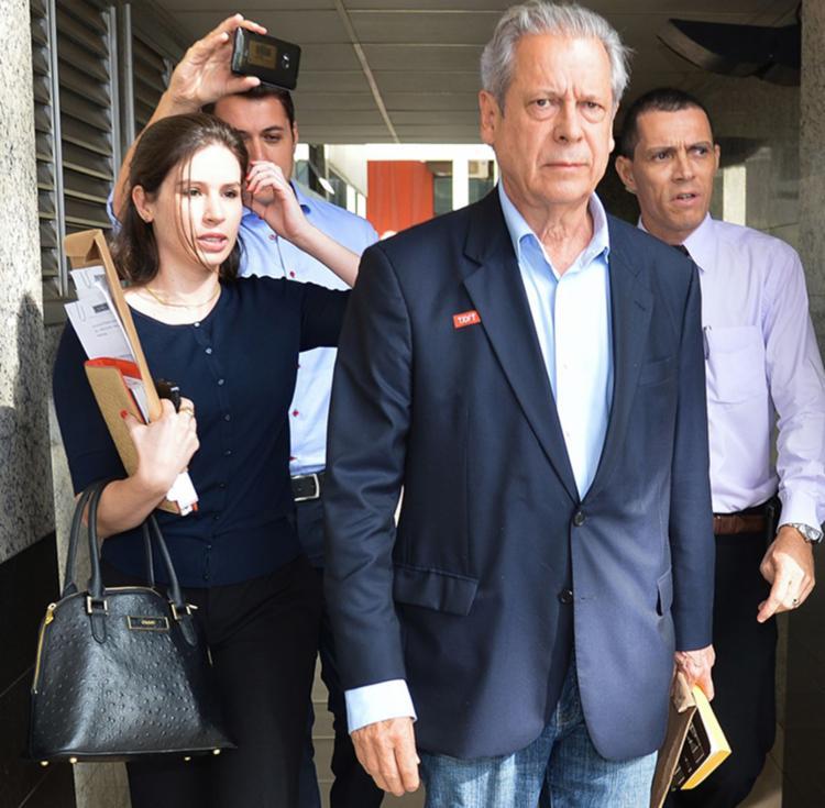 O ex-ministro José Dirceu tem até as 17h desta sexta-feira, 18, para se apresentar à Polícia Federal e começar a cumprir a pena de 30 anos e 9 meses de prisão - Foto: Reprodução| Agência Brasil