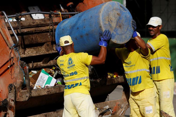 Gestão municipal não descarta a possibilidade de interrupção da coleta - Foto: Adilton Venegeroles l Ag. A TARDE