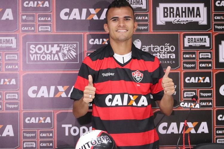 Lucas Fernandes foi apresentado oficialmente, mas já fez sua estreia contra o América-MG - Foto: Maurícia da Matta l EC Vitória