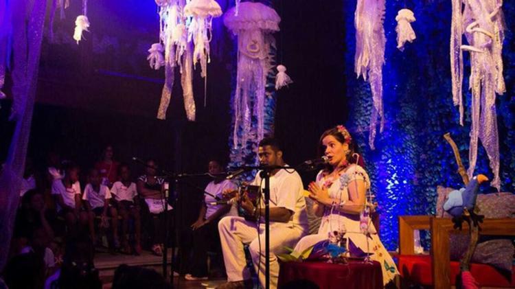 A contadora de histórias Luciana Ávila faz uma apresentação musicada neste domingo, 27 - Foto: Divulgação