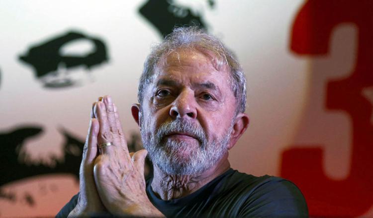 Desde que Lula foi preso, aliados ao petista tentam visitá-lo, mas ainda não houve autorização judicial. - Foto: Miguel SCHINCARIOL/ AFP