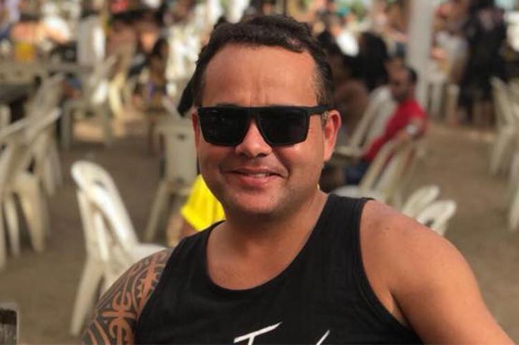 Marcelo Lobão ficou preso no cinto após carro cair em um canal - Foto: Reprodução | Facebook