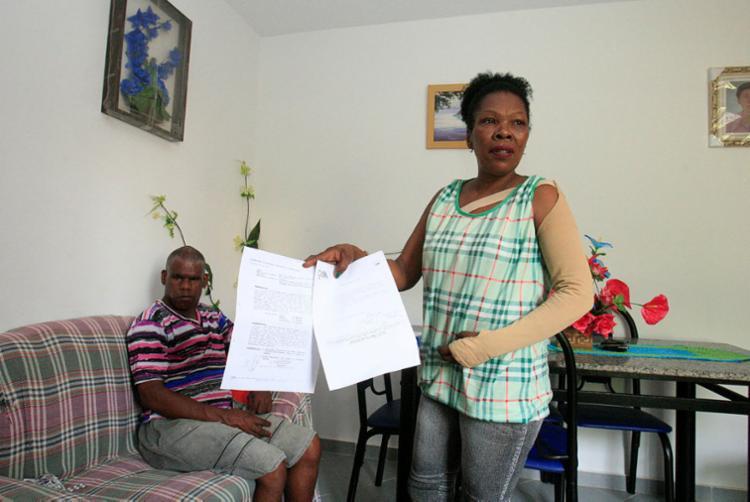 Maria teve a aposentadoria cancelada e é tutora do irmão José Nascimento - Foto: Luciano da Matta   Ag. A TARDE