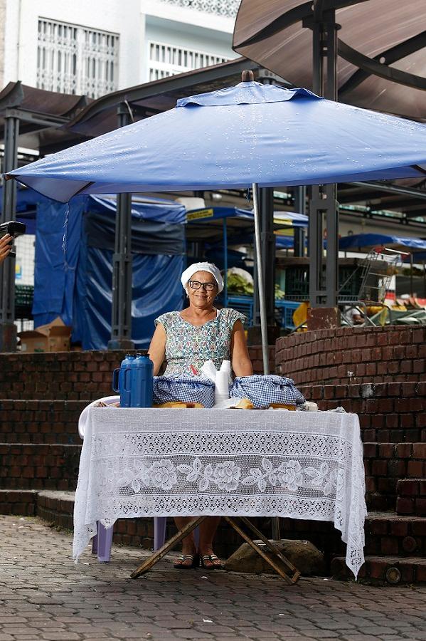 Elza Oliveira vende mingau há 25 anos