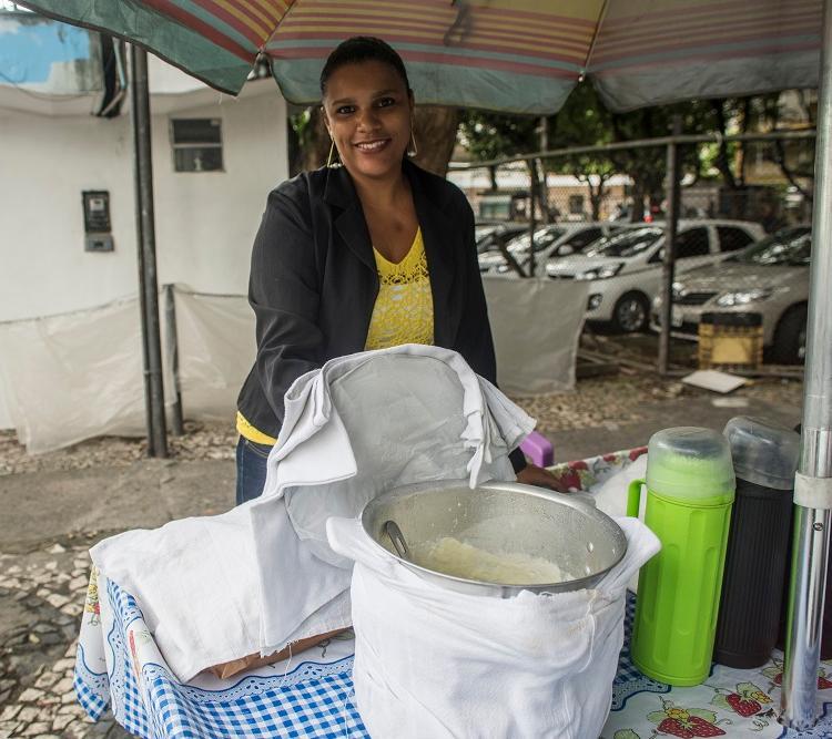Rosimeire tem um tabuleiro no Campo Grande; sua mãe trabalhou lá por 40 anos