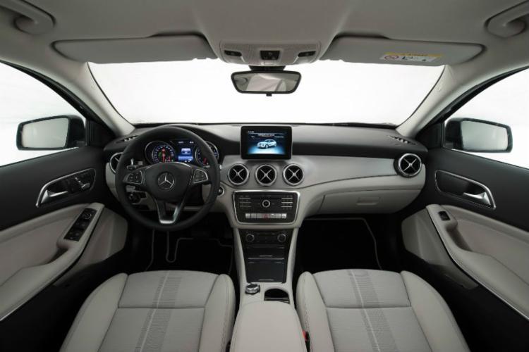 O modelo ganha central multimídia com Android Auto e Apple CarPlay