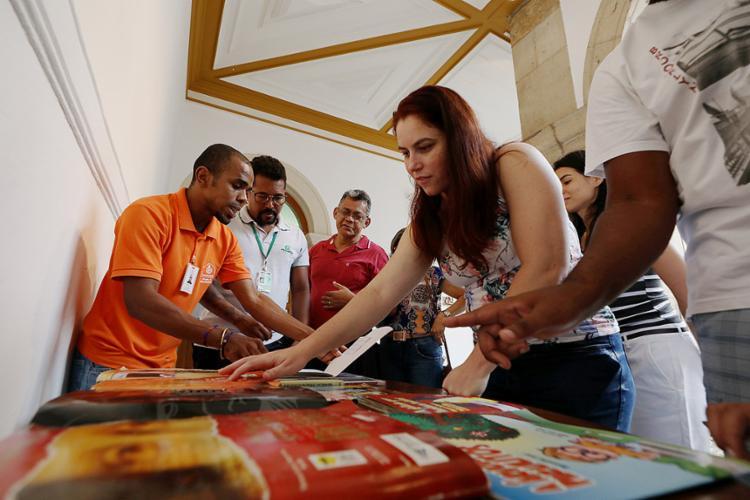 Grupo de cegos visitou o Museu da Misericórdia na tarde desta quarta-feira, 16 - Foto: Alessandra Lori l Ag. A TARDE