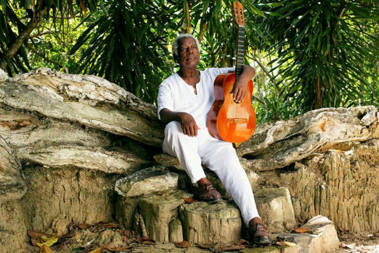 Natural de Cachoeira, Mateus Aleluia transmite suas experiências e paixões através da música - Foto: Vinicius Xavier | Divulgação