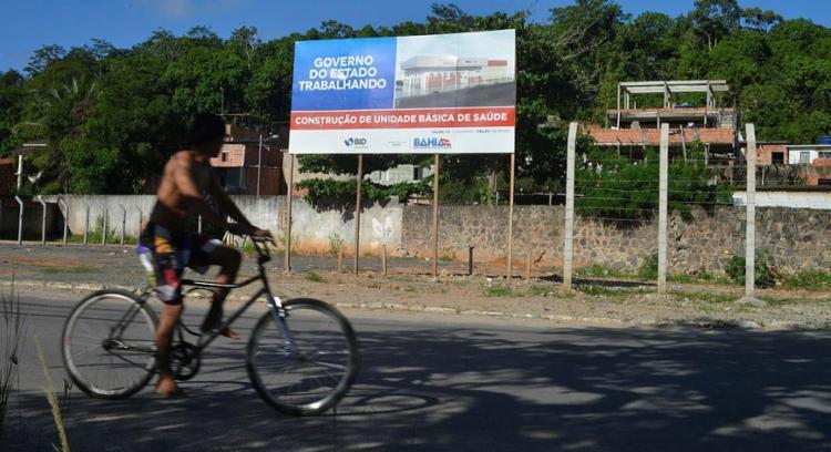 Obra de um posto parada no Imbuí: desentendimento entre Estado e prefeitura - Foto: Shirley Stolze | Ag. A TARDE