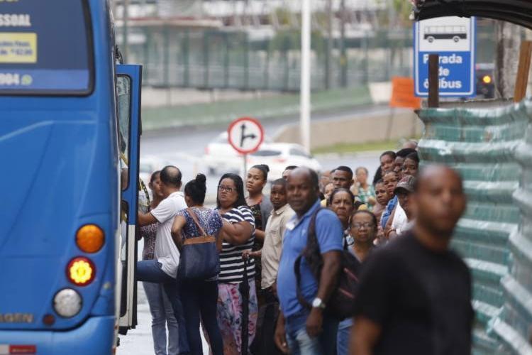 Rodoviários afirmam que vão parar neste domingo - Foto: Raul Spinassé   Ag. A TARDE