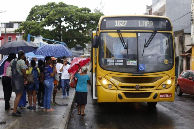 População poderá utilizar o transporte público até as 3h da manhã durante os festejos - Foto: Raul Spinassé   Ag. A TARDE