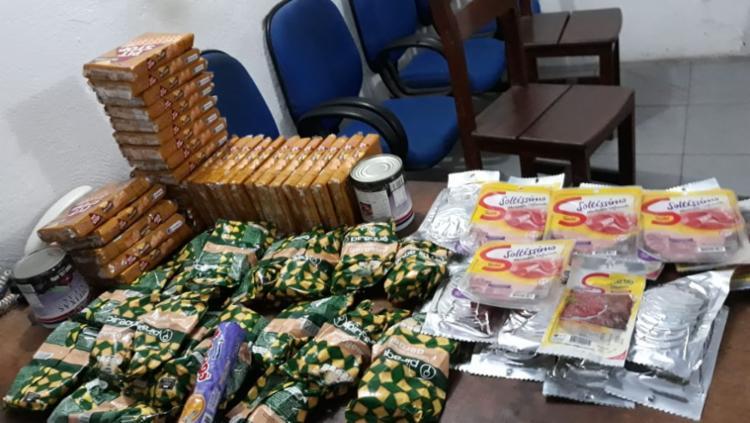 Entre os produtos apreendidos, estavam biscoitos, presunto, mortadela e queijo - Foto: Divulgação | Secom