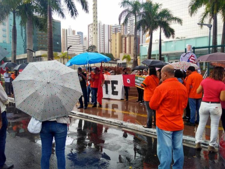 Há manifestação na da sede da empresa em Salvador, localizada no Itaigara - Foto: Divulgação   Sindipetro