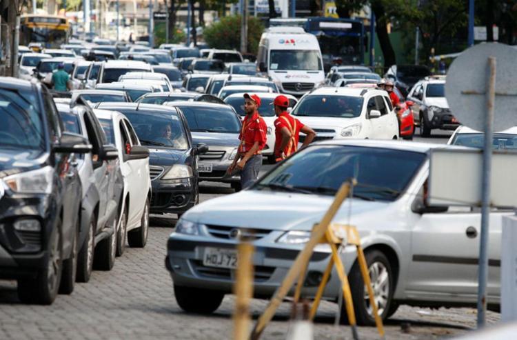 Com apenas 20% dos postos com combustível, motoristas enfrentam dificuldade para abastecer - Foto: Margarida Neide | Ag. A TARDE