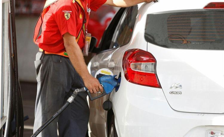 Motoristas enfrentam dificuldades para abastecer - Foto: Luciano da Matta | Ag. A TARDE