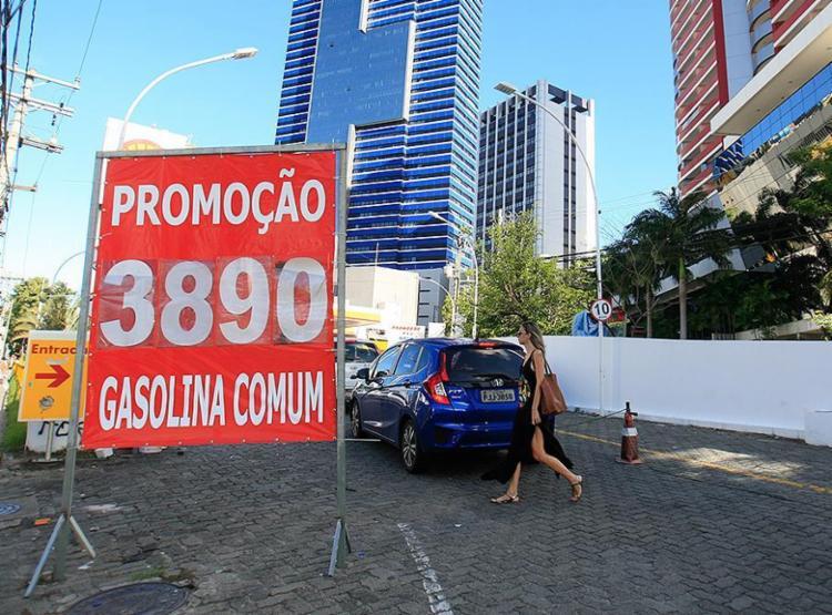 O preço velho virou falsa promoção num setor da economia que teima com o perfil de um Brasil do jeitinho - Foto: Alessandra Lori l Ag. A TARDE l 2.5.2018
